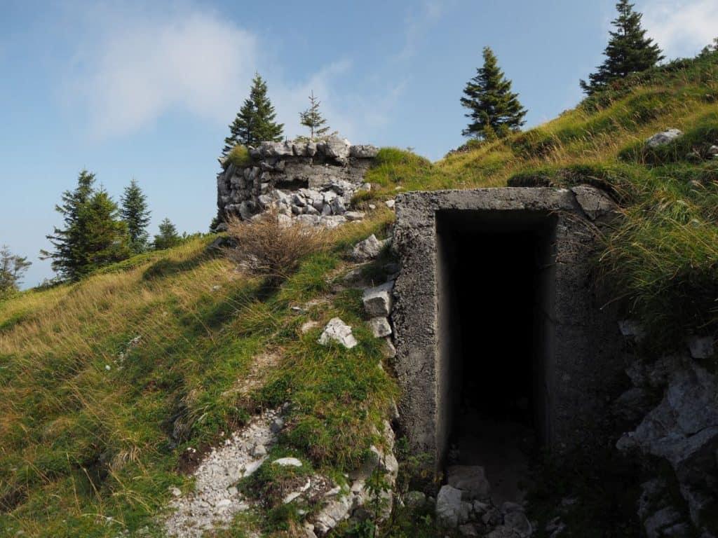 Slovenia-Mozic-bunker