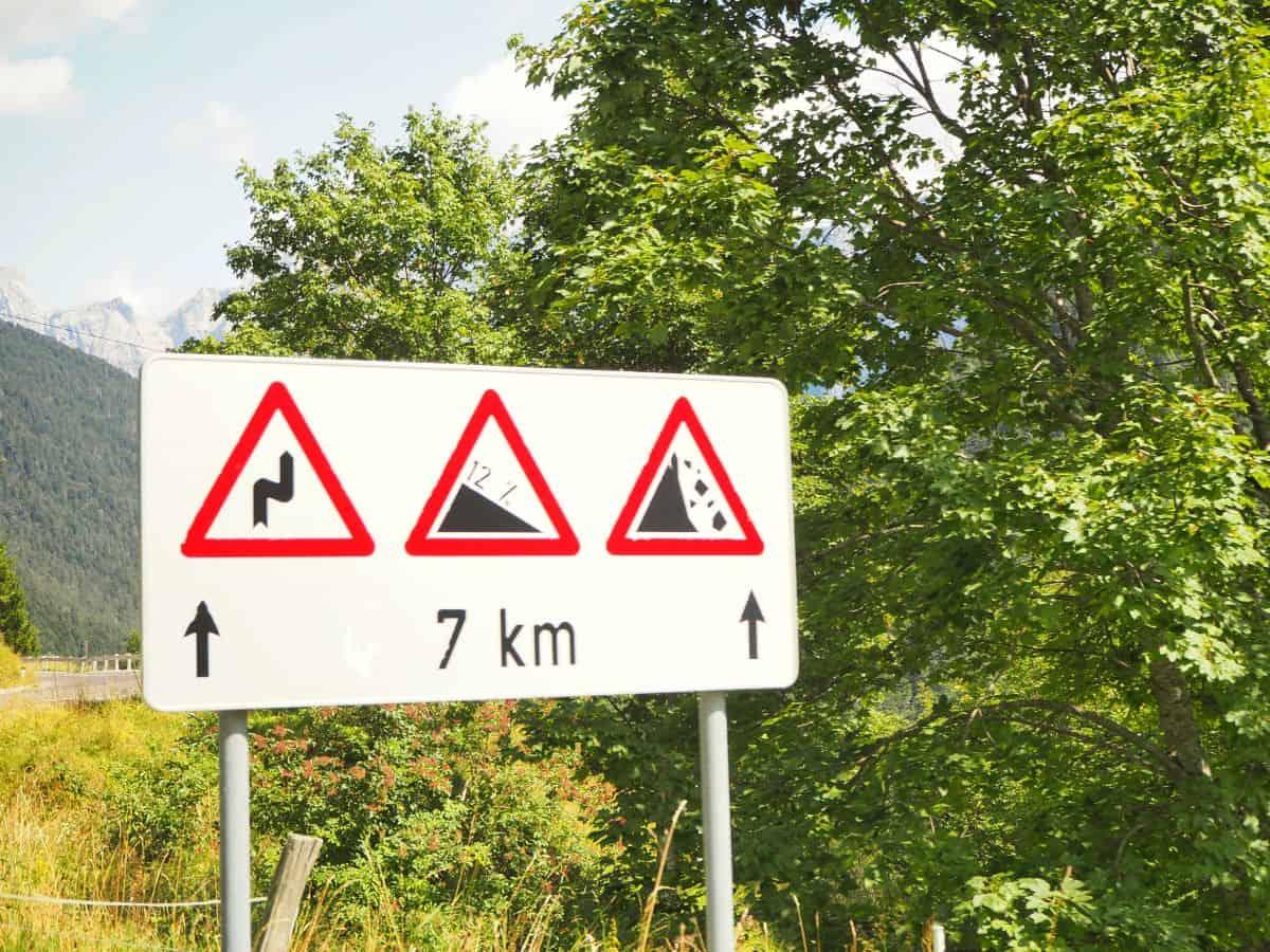 Europe-campervan-roadsign