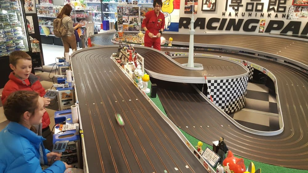 Hakuhinken toy store slot car track
