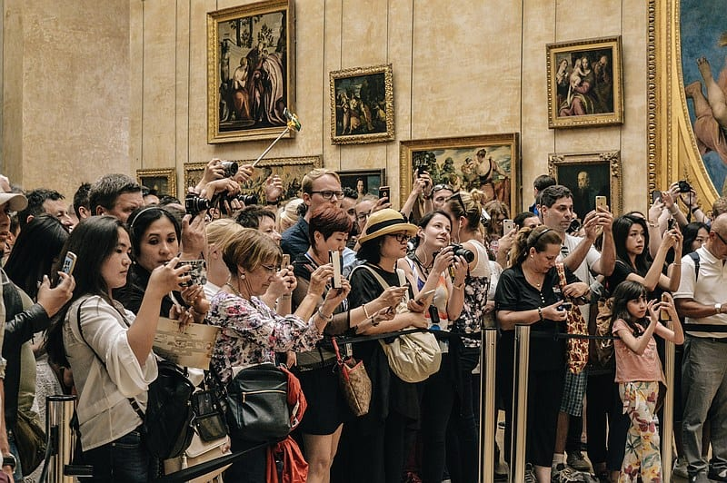 how to avoid pickpockets - crowds in a busy museum